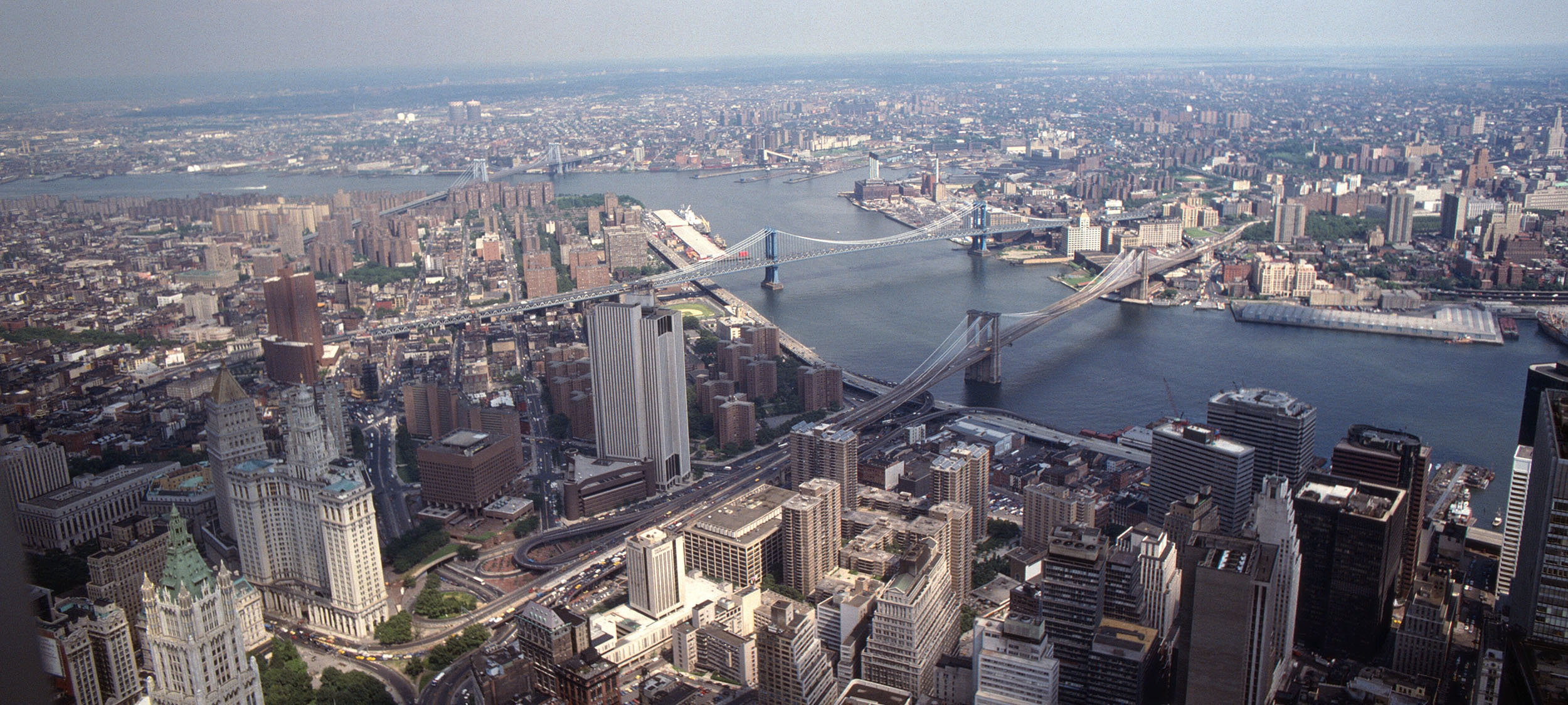 East_River_and_the_Brooklyn_Bridge_from_2WTC